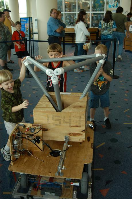 Kids loading tetra in 1543.JPG